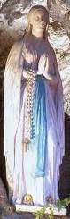 La prière et en particulier le Rosaire sont des souffles d'air du Paradis qui vous maintiennent en contact avec le Ciel ... Lourdes1