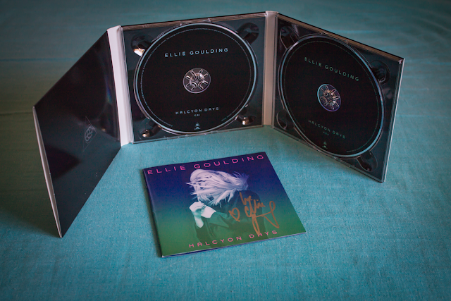 CD de Ellie Goulding abierto, Halcyon Days