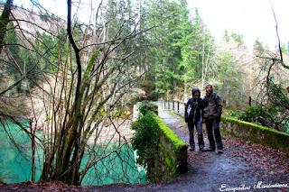 Puente en el camino del Embalse de Irabia.