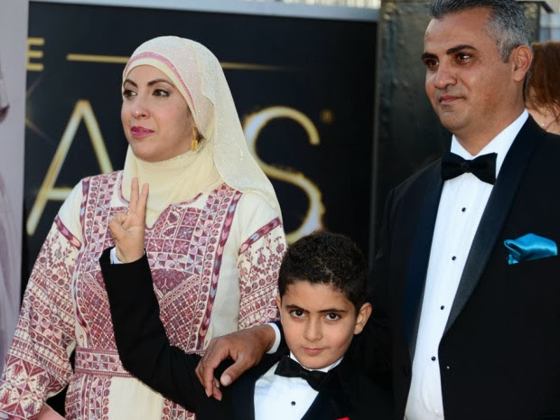 Emad Burnat e família