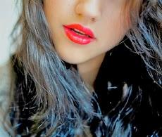 bibir atau sering di sebut lipstik untuk memerahkan bibir mereka