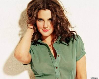 http://1.bp.blogspot.com/-5s5BT8hXBoM/TdD9-WKZm2I/AAAAAAAAD3U/tuKrVP30vP0/s1600/hairstyles-for-round-face-shapes-drew-barrymore-round-face-hairstyle.jpg