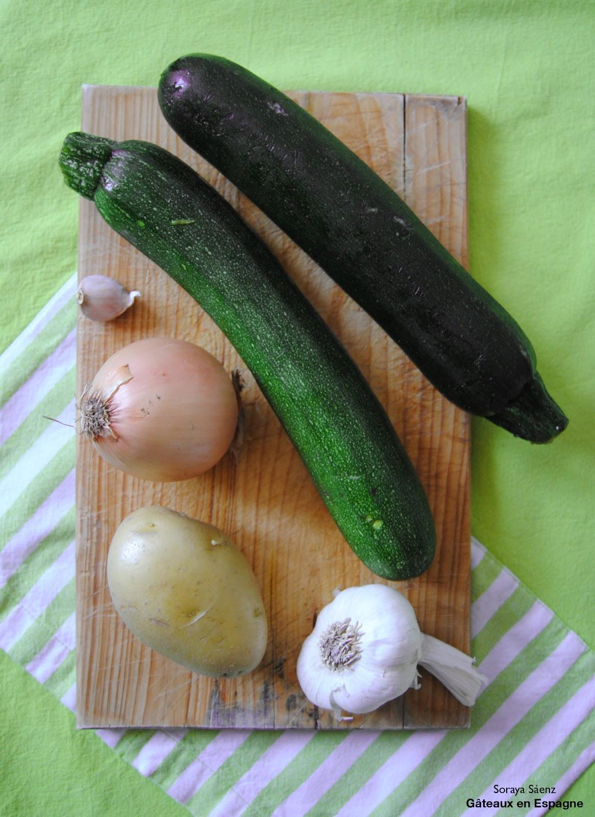 G teaux en espagne potage de courgettes avec des cro tons - Cuisson courgette cocotte minute ...