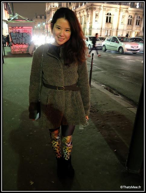 legging tigre genoux, boots Minelli, manteau moumoute Pinko, clutch pochette clous dorés New Look