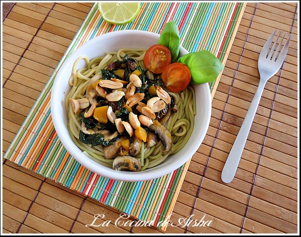 Espaguettis con verduras y aliño de aceite con lima y ajo