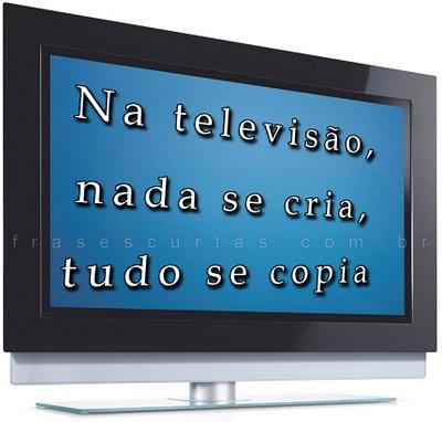 assistindo televisão