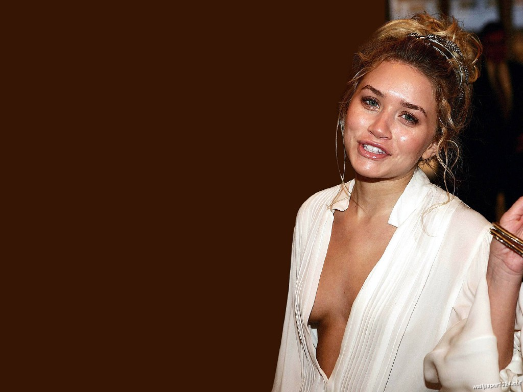 http://1.bp.blogspot.com/-5t1Kaca3AV0/UFjuJjRcRRI/AAAAAAAADIs/tKStLofTMCY/s1600/Olsen_Twins_1024X768_wallpaper_22.jpg
