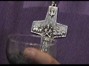 La Cruz Satánica del Papa Bergoglio cruz