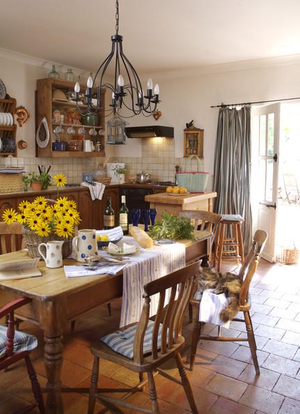 Tr s em casa casas r sticas for Como e dining room em portugues