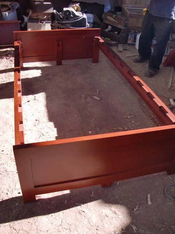 Decoraciones manualidades en madera como hacer una cama for Como hacer una base de cama