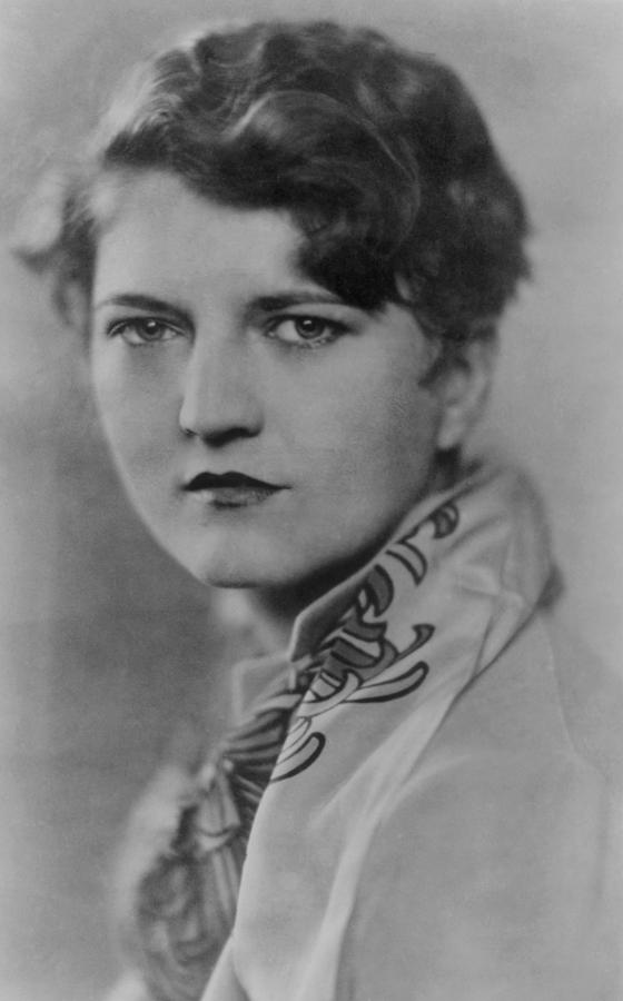 a biography of zelda sayre fitzgerald Zelda sayre fitzgerald, the exuberant and rebellious montgomery teenager who married the aspiring novelist f scott fitzgerald, became america's image of the flapper and the glamorous life of the 1920s the twenties, however, were not as carefree, as prosperous, or as simple as the symbols would indicate neither was the life of zelda.