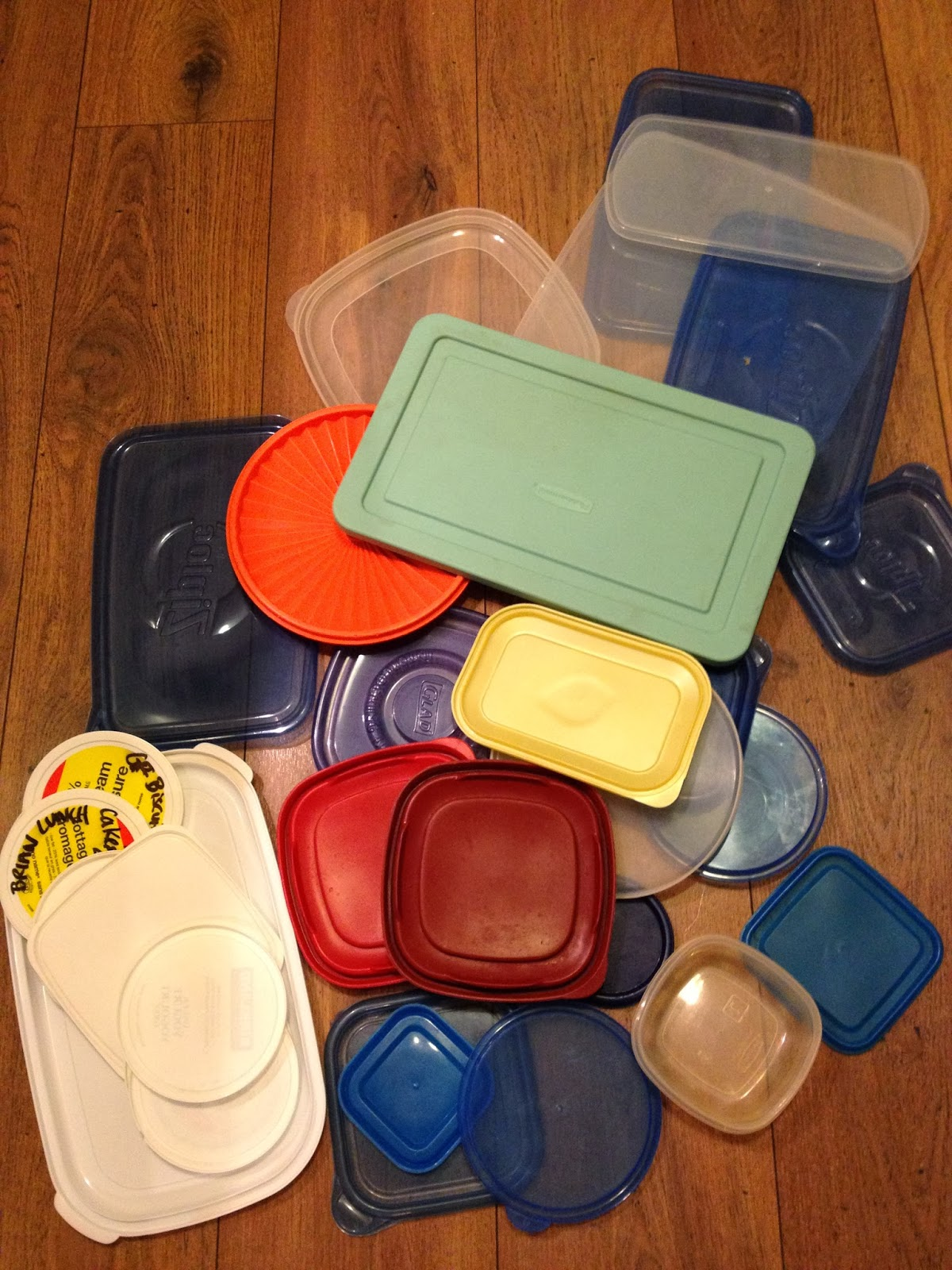 #MonthofLess: The Tupperware Cupboard - organizing, storing, and KEEPING it tidy! #LifeHack