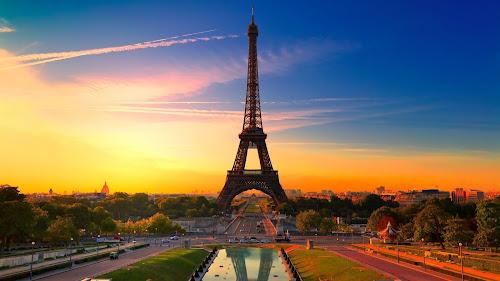 Veja a visão da Torre Eiffel em 360º