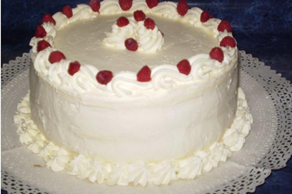 con la crema restante baar y decorar la torta
