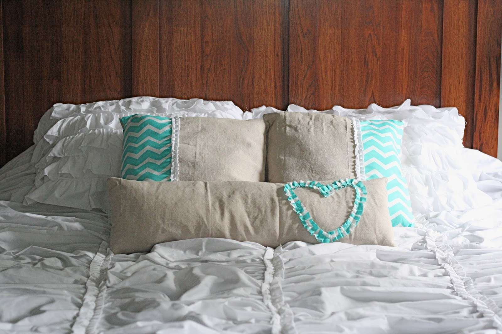 The Ruffled Stitch: DIY Decorative Pillows