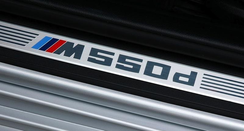 BMW M550dのロゴ