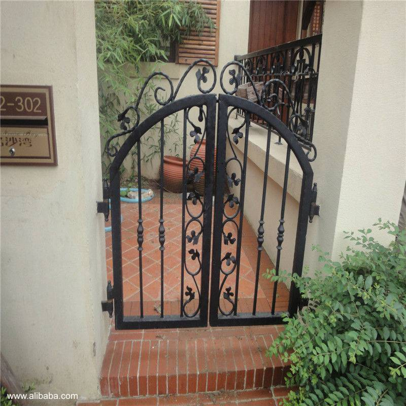 el encanto de los trabajos en hierro y acero en los jardines y patios es atemporal cautiva a todas las