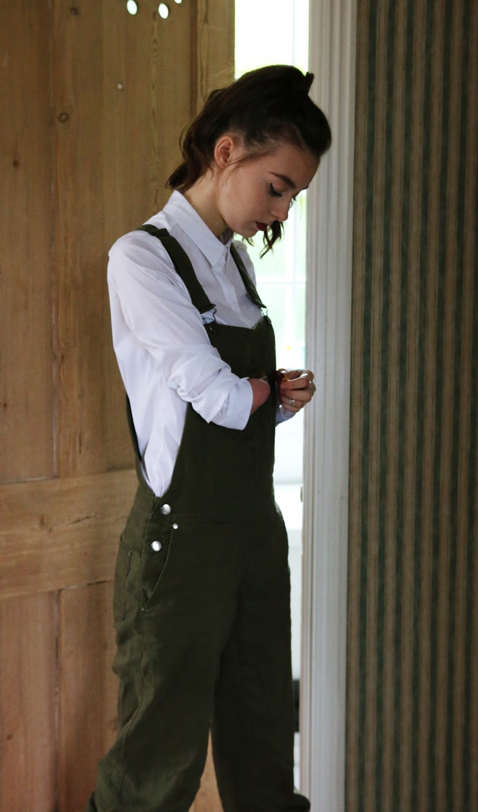 mandeville, mandeville sisters, sisters, dungarees, overalls, green, ootd, blogger, fashion, british, grace mandeville, mandeville sisters, green overalls, green dungarees, asos, cos shirt,
