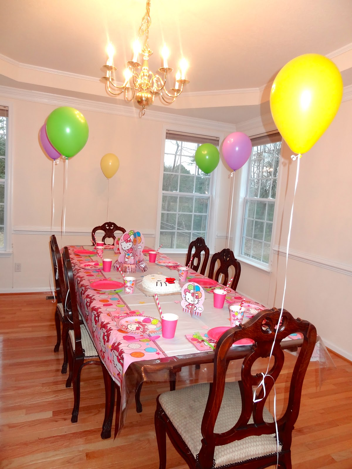 Hello kitty dining room - I Decorated The House In Lots Of Pink Green Yellow Purple Hello Kitty Loves All Colors So It Was Pretty Colorful I Loved All The Pastels