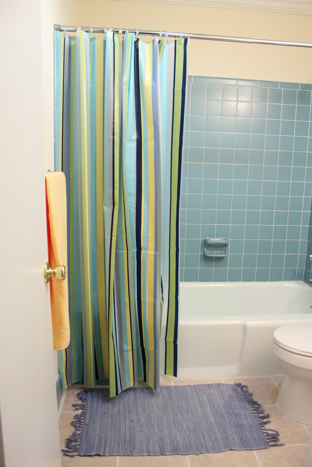 The Handcrafted Life*: $19 Bathroom Makeover
