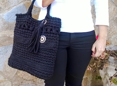 http://www.2chandmade.blogspot.com.es/2015/04/maxi-bolso-negro.html