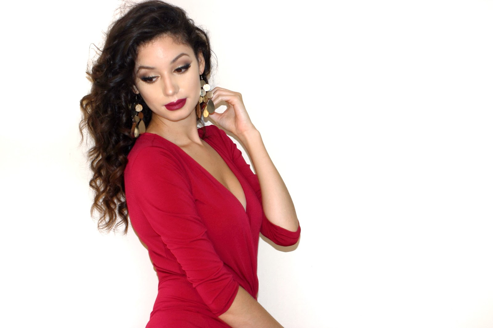 anasofiachic, fashion blogger, british blogger, makeup blogger, beauty blogger, lifestyle blogger, vestry, review, etailpr, red dress, review, girl in red, gold earrings, smokey eye, curly hair, big hair, voluminous hair, bodycon dress, assymetric dress