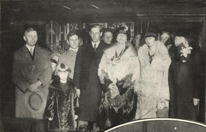 Fotografie de grup: Regina Maria, Printul Nicolae, Principesa Ileana, Doamna Woodrow Wilson