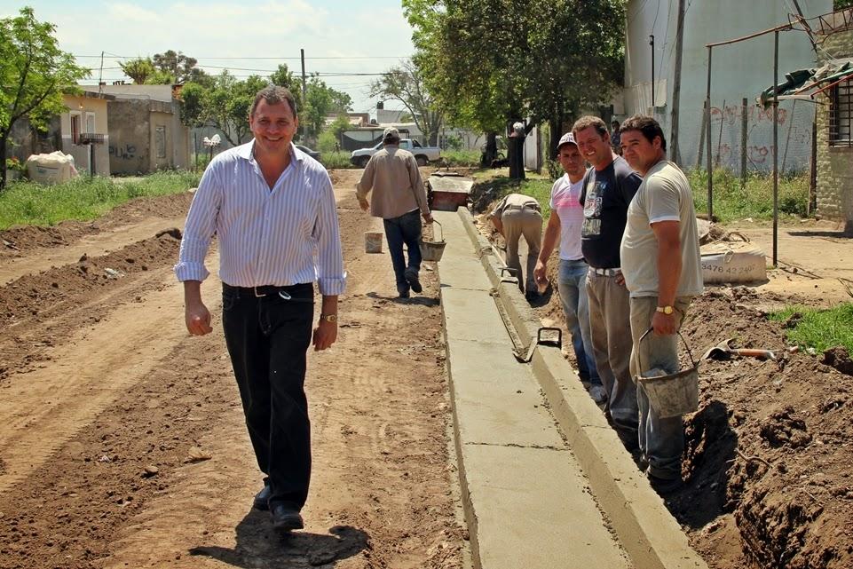 Con la construcción de cordón cuneta eliminan zanjas en Villa Felisa