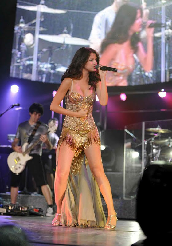Selena Gomez Performs in Dallas