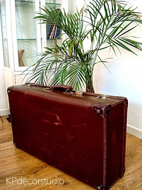 Comprar maleta de viaje antigua en buenas condiciones. Decoración vintage de interiores y negocios en valencia