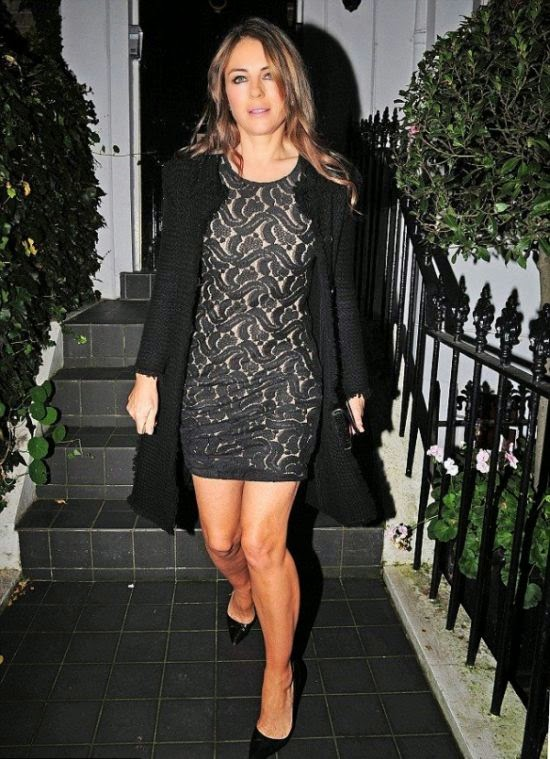 The mini skirt is super stylish option and Elizabeth Hurley has raising her novelty day at London, England on Thursday, December 25, 2014.
