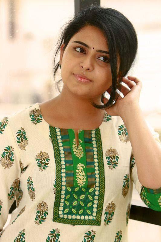 Tamil Girl Raattinam Swathi Images / Wallpapers / Photos