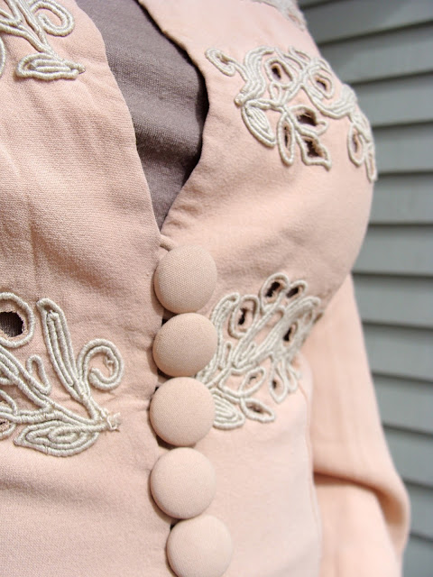 cut out embroidery and fabric covered buttons on vintage blouse jacket from 40s
