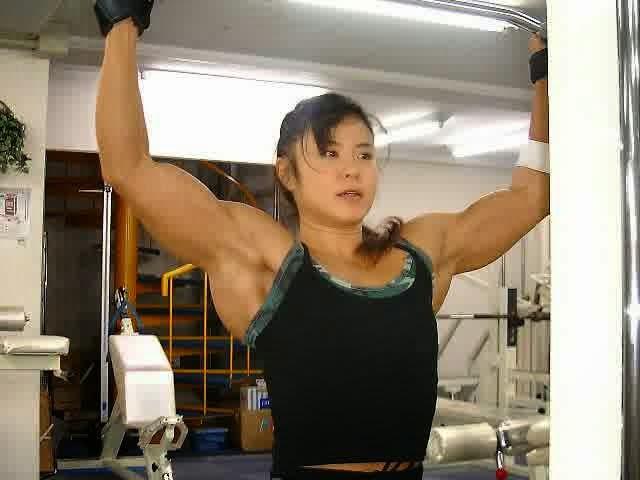 tubuh wanita cantik bernama tomoko kanda ini kekar seperti