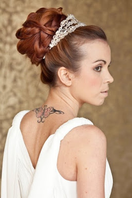 classic bridal hairstyles for long hiar with veil half up