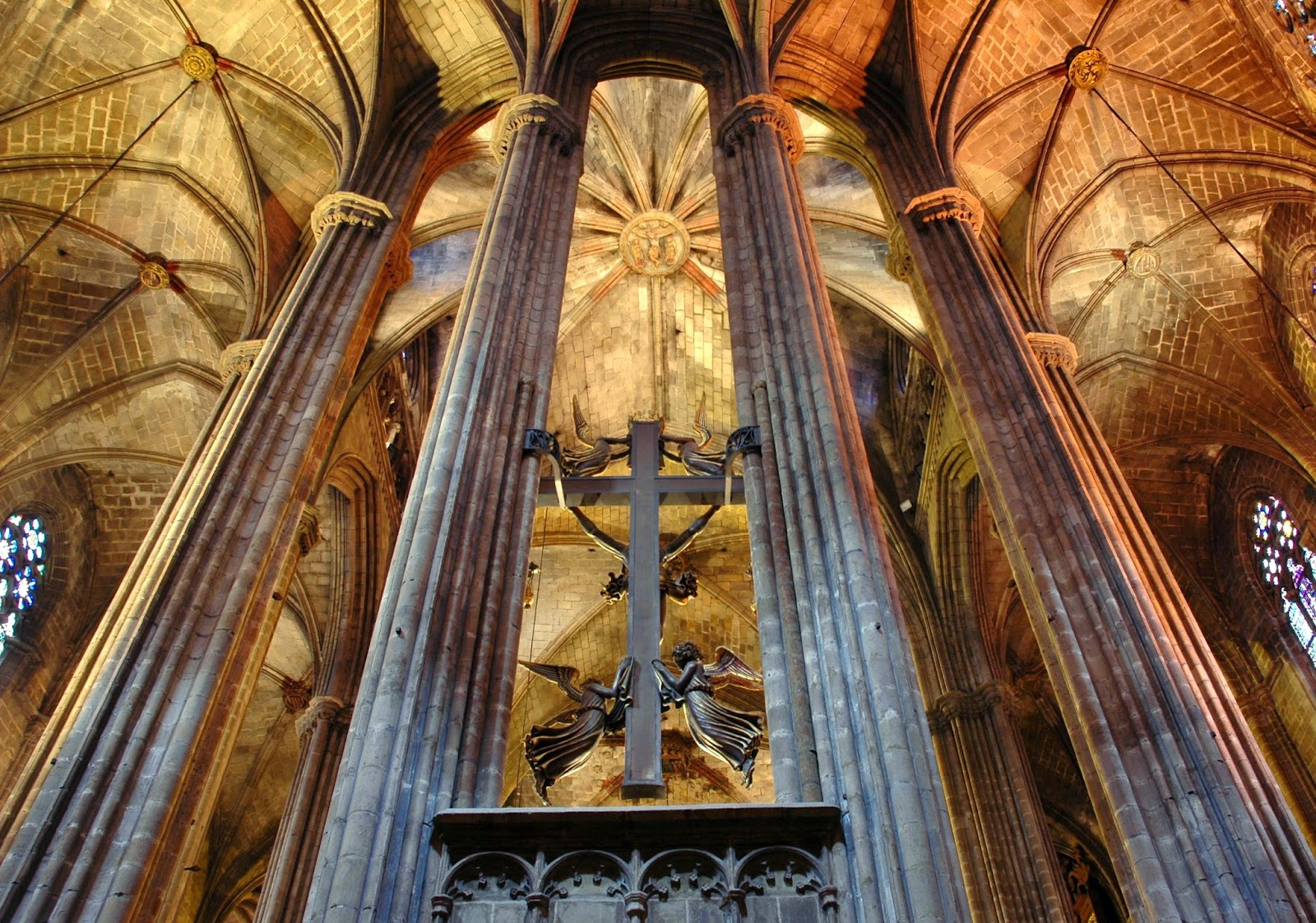 Viajar a barcelona catedral de barcelona for Catedral de barcelona interior