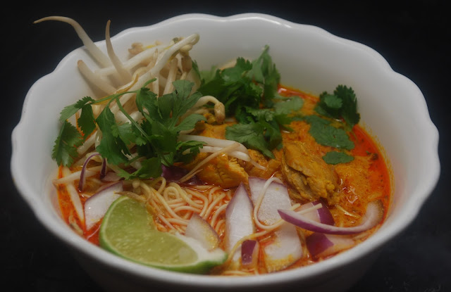 Tomatoes on the Vine: Hot Soup: Chicken Khao Soi
