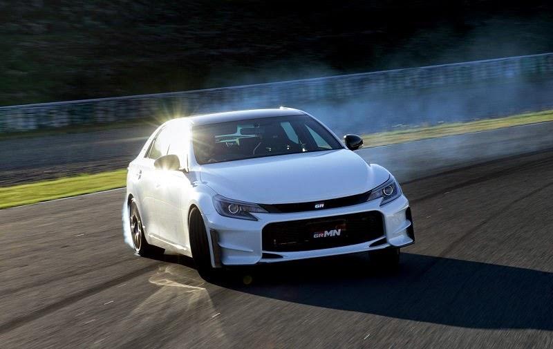 الواجهة الامامية لسيارة تويوتا Mark X GRMN 2015