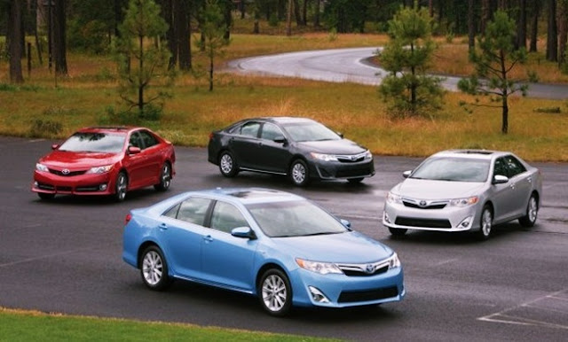 2012 Toyota Camry XLE Hybrid Review Price