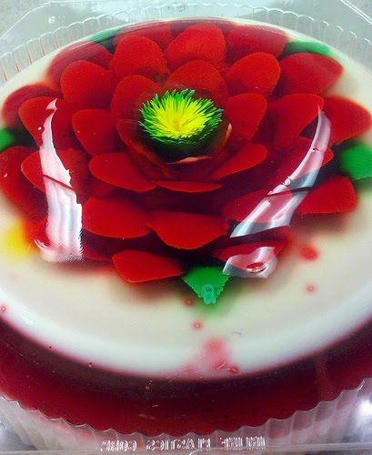 Jello Art Flowers http://zakkalife.blogspot.com/2011/06/flowers-made-of-jello.html