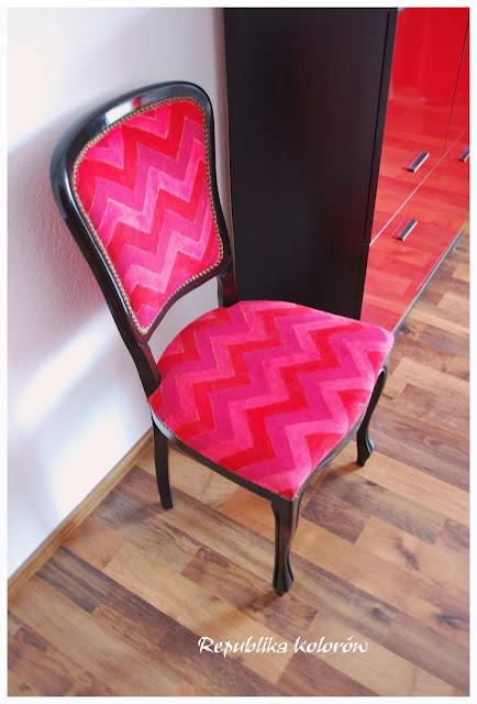 wzór chevron na krześle