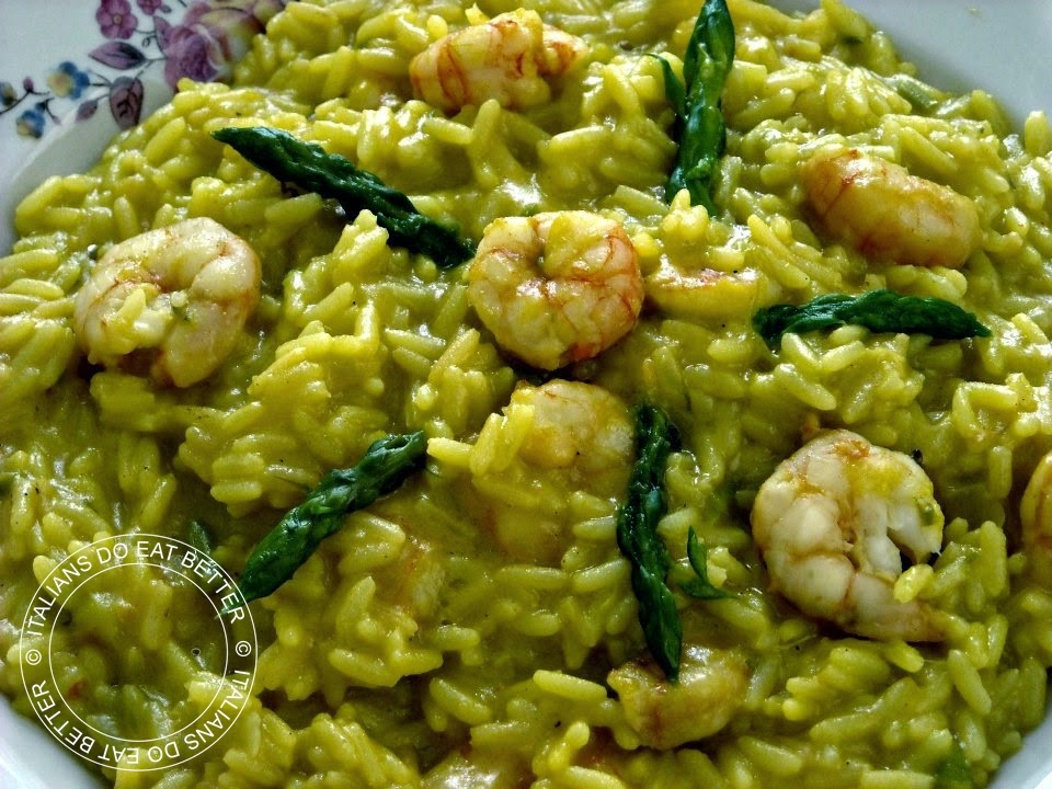 ITALIANS DO EAT BETTER: RISOTTO CON ASPARAGI, GAMBERETTI E ZAFFERANO