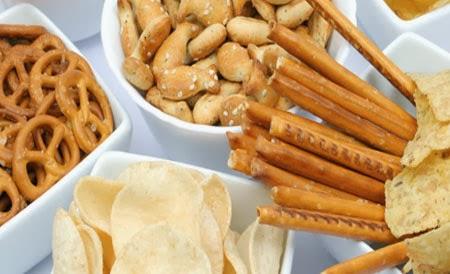 Dlaczego chipsy, krakersy i paluszki nie są zdrowe?