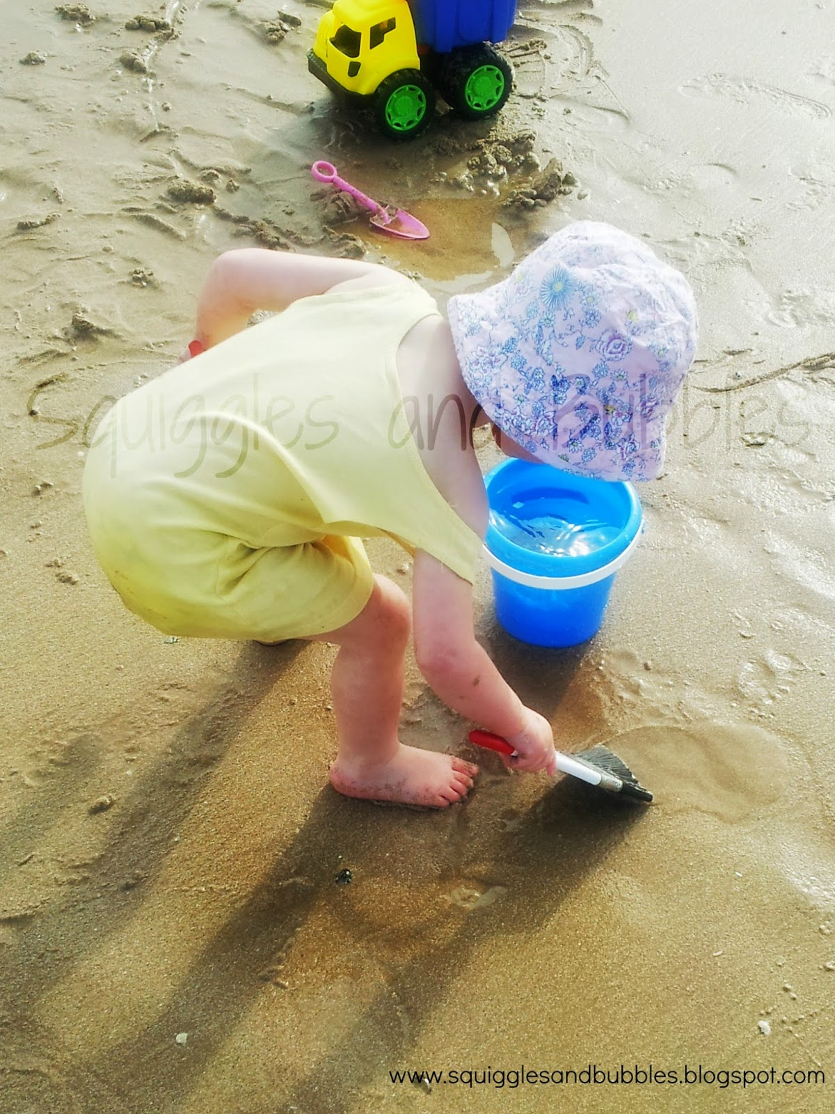Beach Toys For Girls : Squiggles and bubbles a different beach toy