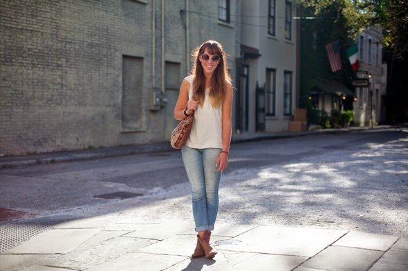 white tee fadded jeans and cowboy boots charleston street style southen street style the stylepreneur