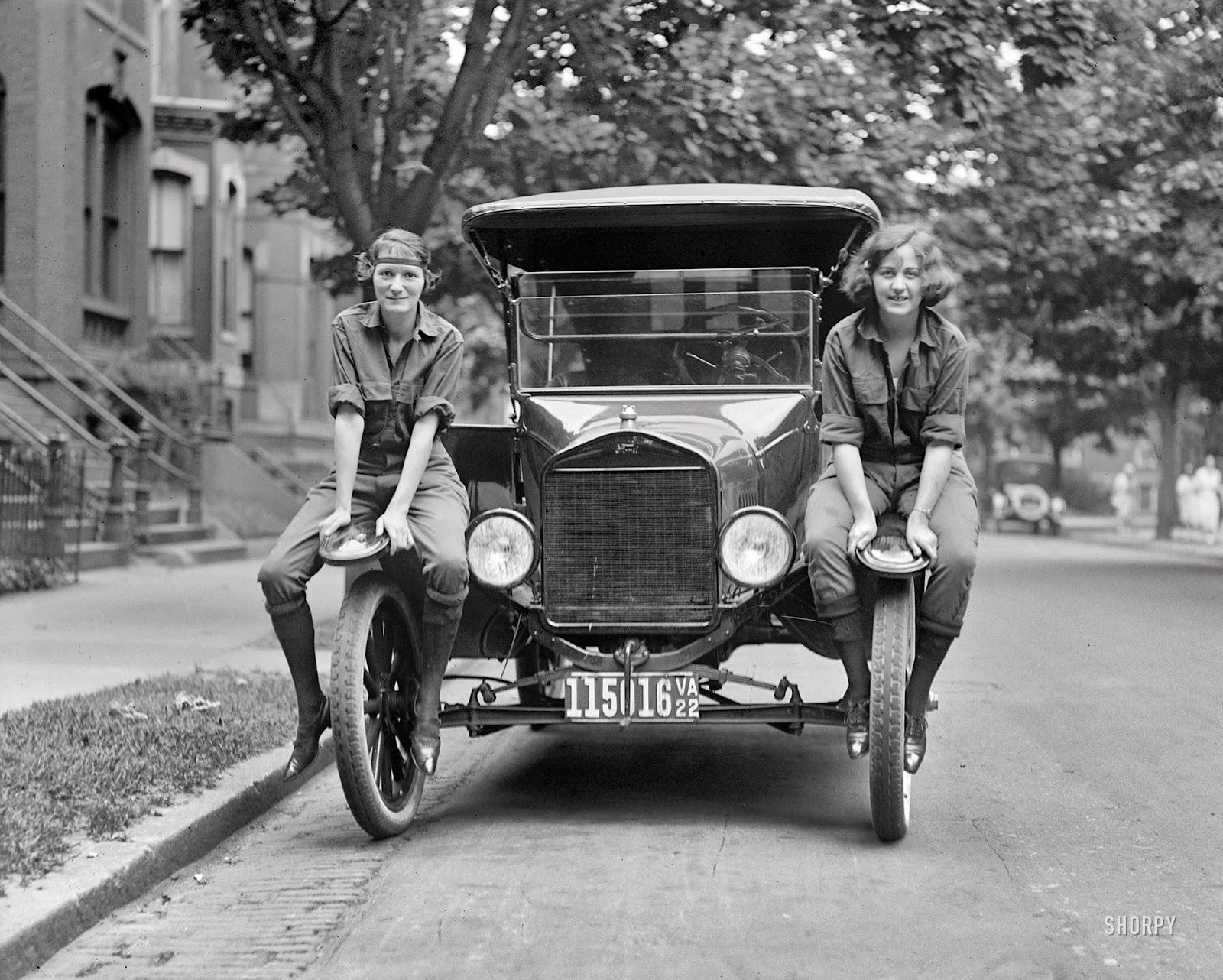 Vi And Liz 1922 Vintage Everyday