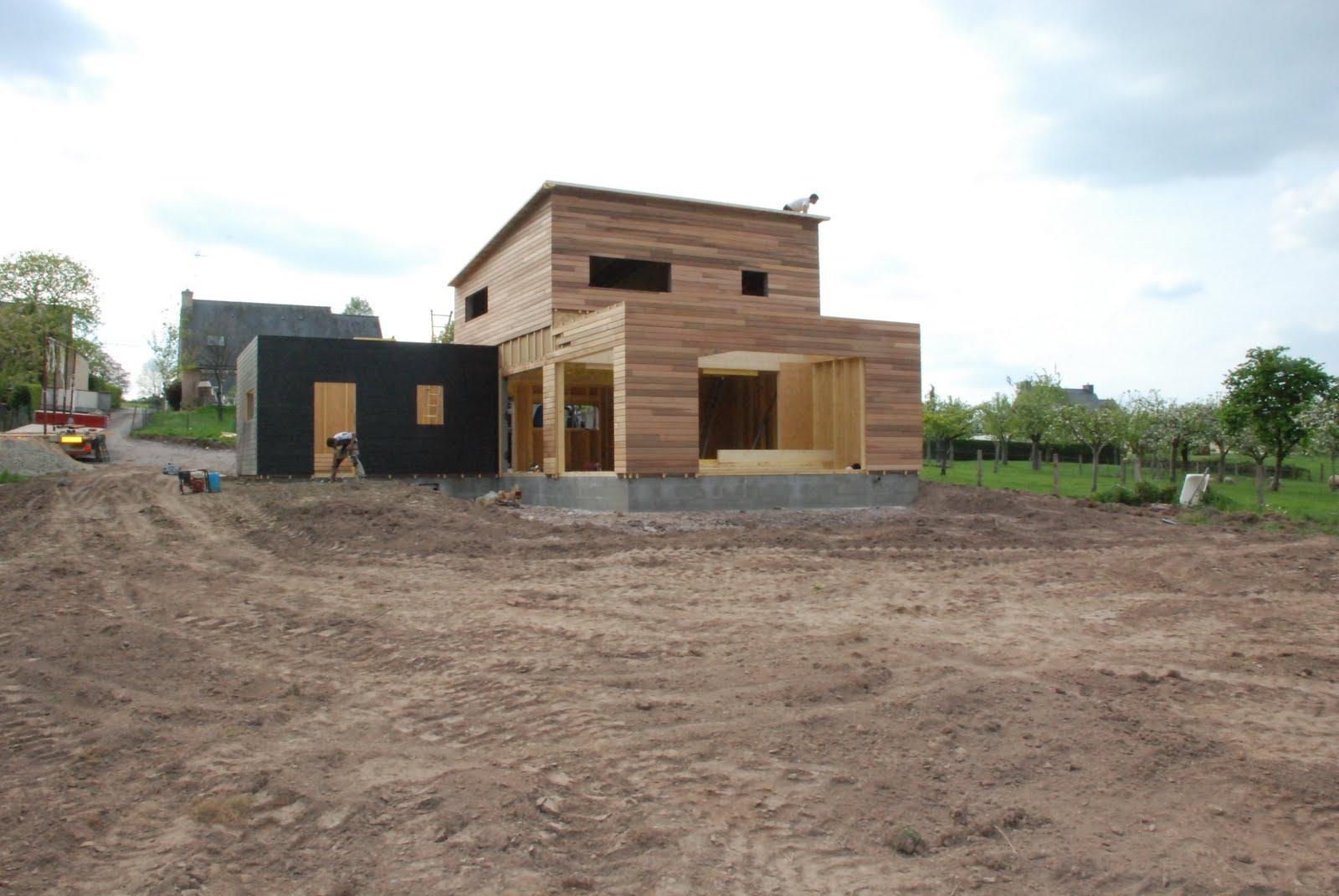 Construction maison individuelle bois la pose de l 39 ossature r alis e d - Maison de la tendance ...