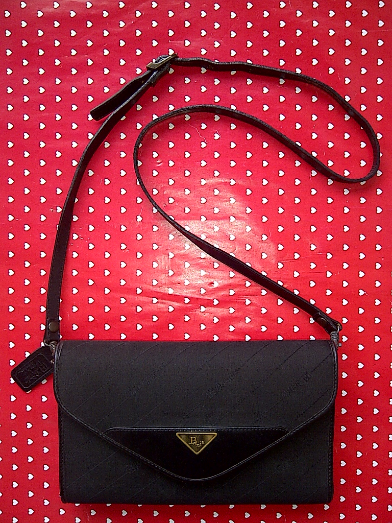Tas Bonia Italy Black Clutch Sling Original Second Bekas