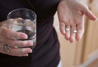 Mengapa minum obat dianjurkan sebelum dan sesudah makan?