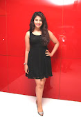 anjali sizzling photos in black-thumbnail-2